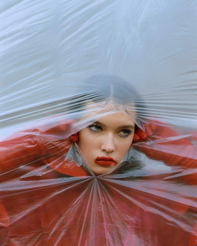 俄罗斯模特为《SICKY》杂志拍摄