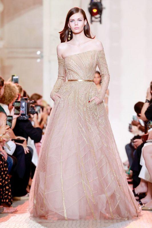 俄罗斯模特出席时装周拍摄