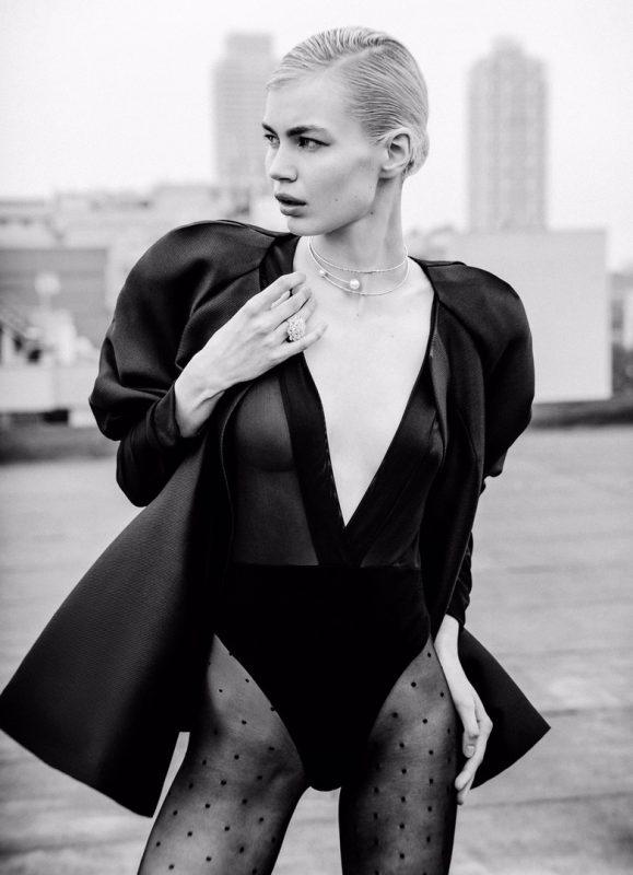 俄罗斯女模为嘉人杂志拍摄