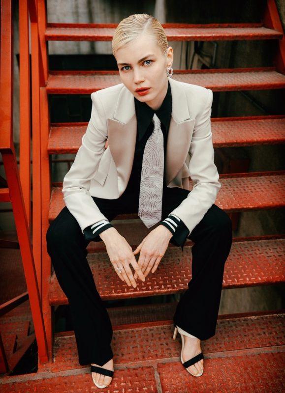 俄罗斯模特为法国杂志拍摄