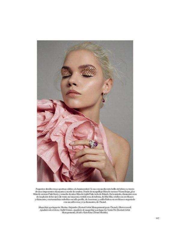 俄罗斯模特为时尚杂志拍摄